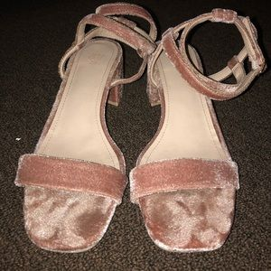 ❤️ Velvet heels
